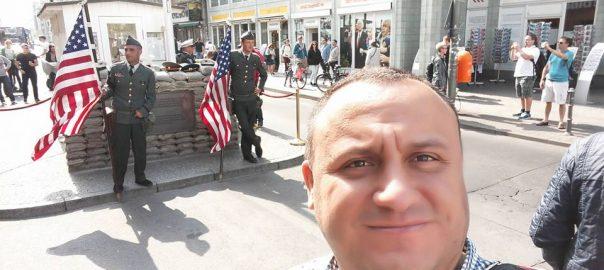 Checkpoint Charlie Selfie